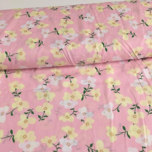 Штапель, 143 см, мелкие белые и желтые цветы, розовый фон